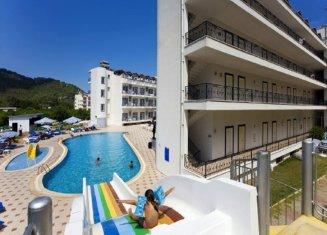 Larissa Hotel Blue